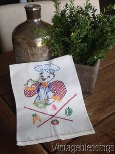 24 Charming Vintage Embroidered Italian Chef Cooking Kitchen Towel