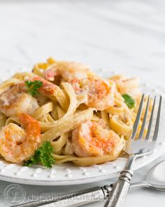 This Shrimp Fettuccine Aflredo is a major comfort food. There's just something about a mountain of pasta consumed by rich creamy sauce, and studded with large, tender shrimp that has my name written all over it. It reminds me of my favorite dish at Olive Garden; seafood...