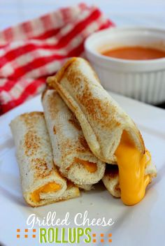 Grilled Cheese Rollups - perfect for dipping in a bowl of tomato soup I Love Food, Good Food, Yummy Food, Baby Food Recipes, Cooking Recipes, Burger Recipes, Easy Recipes, Food For Thought, Kids Meals