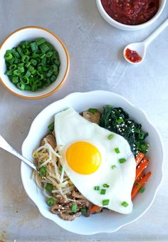 Vegetarian Bibimbap with Crispy Tofu and Quinoa. One big bowl of healthy goodness with an egg on top! Vegetarian and gluten free. - www.thelawstudentswife.com
