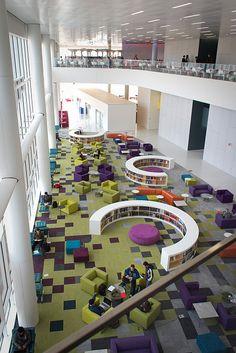 Library Inspiration, Interior Design Inspiration, Public Library Design, Kindergarten Interior, Atrium Design, Library Architecture, Large Scale Art, Exhibition Stand Design, Rain Garden