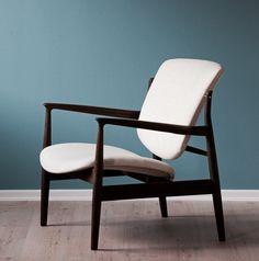 Absolutly in love with the France armchair at our Madrid's showroom. #bataviamadrid #madrid #armchair #design #diseño #store #tienda #designstore #tiendamadrid #batavia #inspiracion #inspiration #pictureoftheday #beautiful #furniture #muebles #furnituredesign #mobiliario #furniturestore