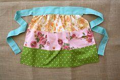 Super cute vintage sheet apron. I think I could even make these. I <3 vintage aprons. :)