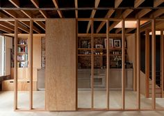 Jonathan Tuckey Design created a minimal wooden frame house in London. More on ignant.de...