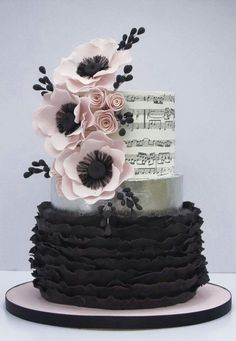 Beautiful college piano recital cake - Cakes by Pam Music Wedding Cakes, Music Themed Cakes, Music Cakes, Gorgeous Cakes, Pretty Cakes, Amazing Cakes, Cupcakes, Cupcake Cakes, Bolo Musical