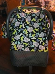 Diy Baby Carseat Cover! Super cute for a gender neutral car seat to turn it into a boy or girl car seat.