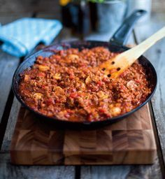 Donal Skehans classic bolognese recipe is a good basic to have. Enjoy with pasta, in a cottage pie or lasagne. Meatloaf Recipes, Beef Recipes, Italian Recipes, Classic Bolognese Recipe, Delicious Magazine Recipes, Bolognese Sauce, Vegetable Puree, Slow Food, How To Cook Pasta