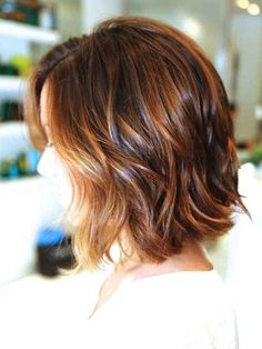 Back view of short wavy haircut with nice high and low lights. #Hairstyles