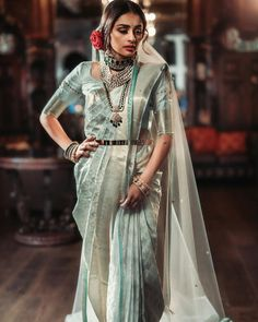 Wedding Saree Styling Tips For Plus Size Brides - Indian Bridal Sarees, Indian Wedding Wear, Saree Wedding, Bengali Saree, Bridal Looks, Bridal Style, Indian Dresses, Indian Outfits, Plus Size Brides