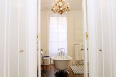Dream Bathrooms & Gorgeous Bath Decorating Ideas: http://intothegloss.com/2014/03/bathroom-decorating-pictures/