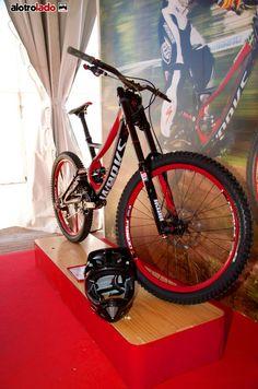 La Specialized S-Works Demo 8 FSR Carbon 2013 en Festibike 2012. (Foto cortesía de www.alotrolado-mtb.com)
