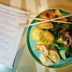 Vandaag waren we in Scrapyard voor de pop-up party van Pinch Sum. Deze dumplings hebben eigenzinnige vullingen als suri-prawn en 5 spices duck. Binnenkort ook voor de thuiskokers verkrijgbaar bij Marqt. #Dumplings #CityguysNL #Kinkerstraat #PinchSum #Amsterdam #Marqt #food #instafood #dinner #Scrapyard