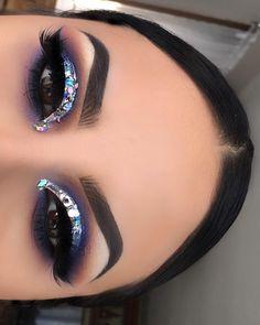 Glitter Eye Makeup, Glam Makeup, Makeup Inspo, Eyeshadow Makeup, Makeup Art, Makeup Inspiration, Beauty Makeup, Hair Makeup, Sleek Makeup