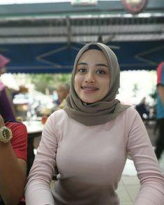 Arab Girls Hijab, Girl Hijab, Casual Hijab Outfit, Hijab Chic, Beautiful Muslim Women, Beautiful Hijab, Muslim Women Fashion, Hijab Fashionista, Islamic Girl