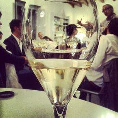 Confrontiamo aspetti visivi, olfattivi e gustativi. Scuola di Champagne.  (Scattata con Instagram presso LA FLUTE - Vini D'Elite)