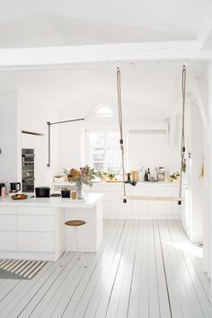 White kitchen with swing Living Room Renovation, Beautiful Kitchens, Dream Decor, Indoor Swing, Room Renovation, Scandinavian Home, Kitchen Decor, My Scandinavian Home, Furniture Designer