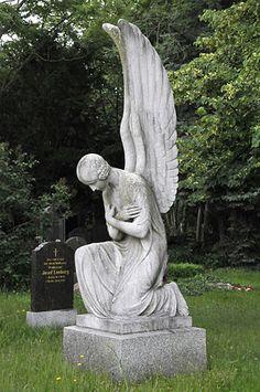 Angels statue by Josef Limburg, St. Hedwig cemetery in Berlin