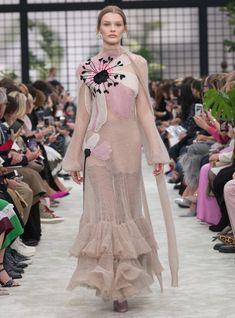 Valentino Haute Couture Fall Winter 2018-19  WeddingIdeas Valentino Women 020afbc5bcf