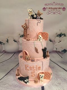 Lots of cats on a cake