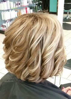 Medium Hair Styles For Women, Short Hair Cuts For Women, Brown Blonde Hair, Wavy Hair, Cute Hairstyles For Short Hair, Curly Hair Styles, Organic Makeup, Organic Beauty, Natural Beauty