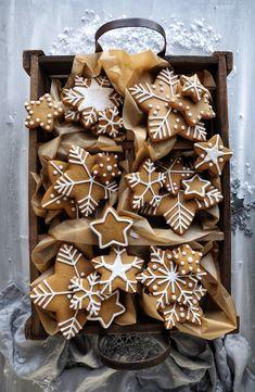 Christmas Sweets, Christmas Gingerbread, Christmas Cooking, Christmas Mood, Christmas Goodies, Christmas Cookie Boxes, Gingerbread Cookies, Holiday Treats, Holiday Recipes