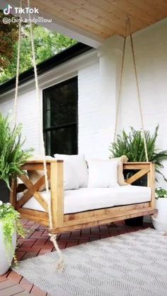 How to Build a Crib Mattress Porch Swing DIY Since posting my original porch swing bed tutorial, I'v Backyard Swings, Backyard Ideas, Backyard Chairs, Patio Bed, Porch Chairs, Patio Ideas, Patio Decorating Ideas, Backyard Cabana, Outdoor Deck Decorating