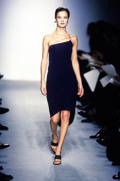 Calvin Klein Collection Spring 1997 Ready-to-Wear Fashion Show - Carolyn Murphy