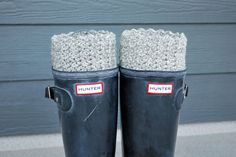 Free Pattern & Tutorial: Reversible Crochet Boot Cuffs This was my first crocheting project - they were easy and fun to make. Crochet Boots, Crochet Slippers, Crochet Scarves, Crochet Clothes, Beginner Crochet Tutorial, Easy Crochet, Free Crochet, Knit Crochet, Crochet Winter