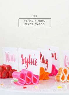 These fun ribbon candy place cards are an easy and colorful way to decorate the table. Can't wait to make these for the holiday party!