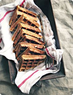 Banana bread yeasted waffles // Seven spoons