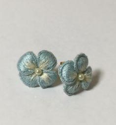 お花刺繍のピアス