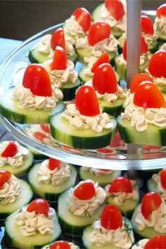 Easy summer party appetizer ideas - simple summer BBQ cookout, neighborhood block party, Holiday party, shower appetizers and finger-food ideas. easy cucumber bites party appetizer or finger-food for a crowd - healthy appetizers too! Summer Party Appetizers, Shower Appetizers, Appetizers For A Crowd, Finger Food Appetizers, Snacks Für Party, Food For A Crowd, Appetizer Ideas, Appetizer Recipes, Easy Thanksgiving Appetizers