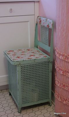 Vintage metal laundry hamper.  Original paint.