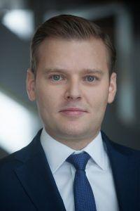 """Sektor usług prawniczych a rynek nieruchomości komercyjnych w Warszawie -  Rynek usług prawniczych w Polsce jest w fazie aktywnego rozwoju, a Warszawa jest najbardziej rozwiniętym rynkiem w kraju z największą liczbą prawników. Najnowszy raport CBRE """"Legal Sector in Warsaw"""" (Sektor Usług Prawniczych w Warszawie) prezentuje kondycję sektora oraz analizuje czynniki, które... https://ceo.com.pl/sektor-uslug-prawniczych-a-rynek-nieruchomosci-komercyjnych-warszawie"""