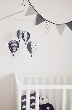 Black and white Baby Mobile, Hot Air Balloon Mobile, B&W nursery, black nursery, Nursery Decor, Baby Shower Gift, Personalized Baby Mobile