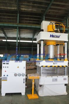 Dear Friend : I am ivy. Good day for you This is our Four column Hydraulic press machine of 63T We will send it to Uganda . Querido amigo: Soy Ivy.Buen dia para usted Esta es nuestra máquina de la prensa hidráulica de cuatro columnas 63t Se la enviaremos a Uganda. If you have the interest, please contact me. My mail :ivy@harsle.com  My skype :ivyzhang1991826  My whatsapp:+86-15251795483 (also my Wechat number) Our website :www.harsle.com