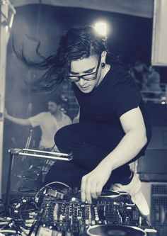 Skrillex | Holy Ship 2014 | Rukes