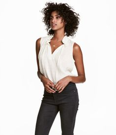 White. Sleeveless top in woven, viscose-blend plumeti fabric. V-neck at front and stand-up collar with drawstring.