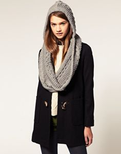 cable knit snood, what is a snood. Is that like a thnead?
