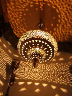 Oosterse lampen marokkaanse lampen ... tagen spot prijs !! New Toilet, Walk In Closet, Playroom, Sweet Home, New Homes, Ceiling Lights, Interior Design, Lighting, Lima
