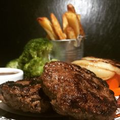 Dirty but lean burger with chunky lean chips onions peppers and broccoli – Training day