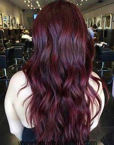 Dunkle Rote Lange Frisur
