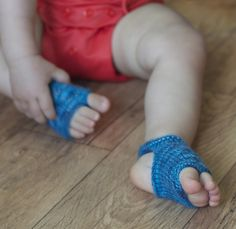 Ravelry: Showsy Toes Baby Sandal Socks pattern by Stephanie Lotven