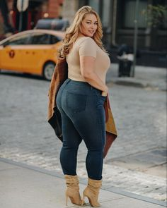 Plus Size Fashion Hauls are various videos that help women with a voluminous figure to find out what suits them the best and would make them look amazing at the same time. Plus Size Clothing Online, Trendy Plus Size Clothing, Plus Size Fashion, Curvy Girl Fashion, Trendy Fashion, Fashion Outfits, Curvy Outfits, Plus Size Outfits, Plus Zise