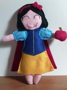 Bambola Biancaneve in feltro