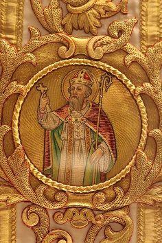 Or Nue- Basiliek Onze-Lieve-Vrouw van Hanswijk (Mechelen) Belgium. Goldwork / Ecclesiastical embroidery
