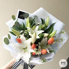 Bouquet Wrap, Tulip Bouquet, Hand Tied Bouquet, Flower Shop Design, Flower Designs, Beautiful Bouquet Of Flowers, Pretty Flowers, Luxury Flowers, Indoor Flowers
