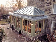Orangery with stone dwarf wall, thinner columns, slim roof depth, window cills… Orangery Conservatory, Conservatory Kitchen, Kitchen Orangery, Conservatory Ideas, Garden Room Extensions, House Extensions, Orangerie Extension, Glass Extension, Exterior