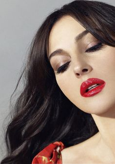 monica bellucci make up Monica Bellucci, Beauty Broadcast, Italian Actress, Photo Makeup, Timeless Beauty, Hollywood Actresses, Hollywood Icons, Beautiful Actresses, Red Lips