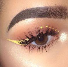 Schminkideen Yellow winged eyeliner make-up The Consolati Edgy Makeup, Makeup Eye Looks, Eye Makeup Art, Cute Makeup, Skin Makeup, Eyeshadow Makeup, Smokey Eyeshadow, Beauty Makeup, Matte Eyeshadow